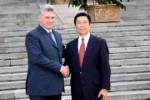 EL primer vicepresidente cubano Miguel Díaz-Canel con el vicepresidente chino Li Yuanchao, durante su visita a Beijing.