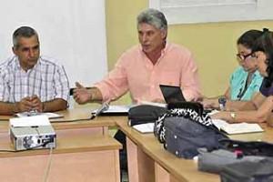 Díaz-Canel refirió que en el trabajo del gobierno es necesario sensibilizarse con los problemas de la población.