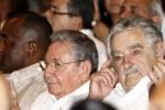 Raúl y Mujica durante la gala Cultural por el Aniversario 60 del asalto a los cuarteles Moncada y Carlos Manuel de Céspedes.
