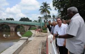 Lazo comprobó la marcha del saneamiento del río Yayabo.