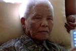 """Mandela """"siente a veces dolor"""", pero """"está bien"""", afirmó su mujer, Graça Machel."""