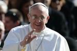 Francisco partió hacia Brasil para presidir Jornada Mundial de la Juventud.