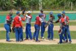 Peloteros del equipo de Yaguajay  festejan su victoria ante Cabaiguán en el inicio de la etapa semifinal.