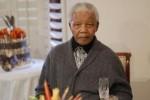El pueblo sudafricano mantiene el homenaje a su líder Nelson Mandela.