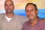 Saúl Landau junto a Gerardo Hernández.