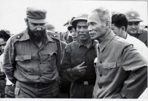 Fidel junto al Primer Ministro vietnamita Pham Van Dong en Septiembre de 1973.