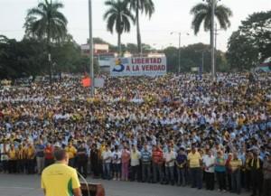 Las cintas amarillas, como lo pidiera René González el pasado 3 de septiembre, vistieron al pueblo y a la plaza toda. (foto: Vicente Brito)