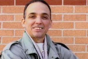 Tony leyó poemas escritos en enero de 1999 cuando paso 17 meses en confinamiento solitario.