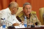 El presidente cubano, Raúl Castro, asiste a la sesión plenaria del VIII Congreso de los CDR.