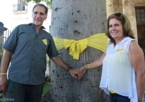 René amarró este lazo en la ceiba fundacional de La Habana como parte de la campaña por la liberación de sus cuatro compañeros