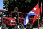 Angola donó a la isla un lote de 112 tractores y otras maquinarias agrícolas.
