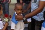 La pañoleta azul en el uniforme escolar constituye motivo de orgullo para niños y padres.