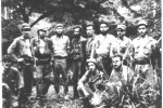 El Che —tercero por la izquierda— y sus hombres fueron acogidos como hermanos por los combatientes del Directorio.