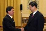 El presidente chino Xi Jinping  y el canciller de Cuba Bruno Rodríguez.