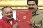 """""""Aquí está la habilitante, este miércoles a primera hora será la ley de la República cuando aparezca en la Gaceta Oficial"""", señaló Maduro con el documento recién firmado en sus manos."""
