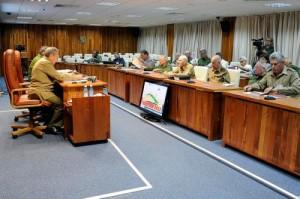 Raúl presidió la reunión del Órgano Económico Social del Consejo de Defensa Nacional.