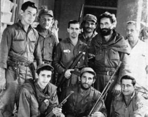 Armando Acosta, segundo por la derecha, de pie, en los días de la toma de Jatibonico.