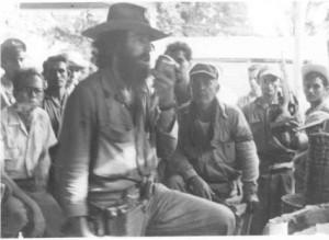 El Señor de la Vanguardia exige la rendición a los cercados en el cuartel.