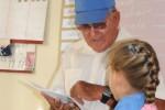 Enelio atiende un aula multigrado que conjuga con las clases ambulatorias.