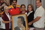 Maduro junto a René González, Mirta Rodríguez, madre de Guerrero, su hermana Maruchy, y Olga Salanueva, esposa de René.