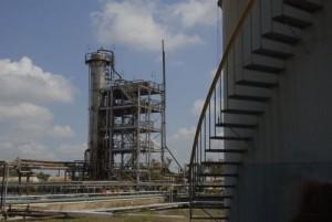 La refinería cabaiguanense es la más pequeña de las cuatro plantas existentes en Cuba.