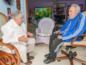 Fidel y Mujica coincidieron acerca de los principales problemas que ponen en peligro y afectan a la humanidad.