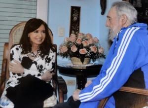 Foto divulgada por la presidenta argentina Cristina Fernández de su encuentro con Fidel este domingo.