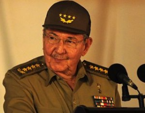 Raúl: ¡La Revolución sigue igual, sin compromisos con nadie en absoluto, solo con el pueblo!.
