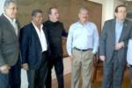 Velado publicó una fotografía donde aparecen Flores, Rendón y el candidato presidencial de Arena, Norman Quijano, departiendo amigablemente junto a otros dirigentes.