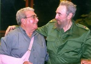 El Comandante del Ejército Rebelde Víctor Bordón junto al líder histórico de la Revolución Fidel Castro.