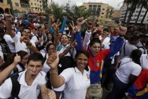 Este miércoles, la plaza O' Leary del centro de Caracas se llenó de la energía de jóvenes revolucionarios.