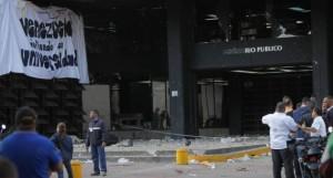 Durante la tarde de este miércoles grupos de choques atacaron la sede del Ministerio Público en Caracas.