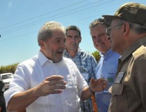 Lula estuvo acompañado, entre otros, por el general de Cuerpo de Ejército Leopoldo Cintra Frías, Héroe de la República de Cuba y ministro de las FAR.