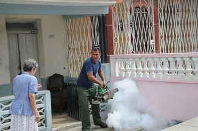 Varias zonas de la ciudad de Sancti Spíritus están siendo fumigadas sistemáticamente