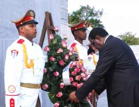 Hage Gottfried Geingob depositó una ofrenda floral en homenaje al Héroe Nacional de Cuba José Martí.