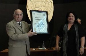 Machado Ventura recibió el lauro a nombre de Fidel.