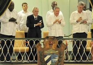 Asistió el General de Ejército Raúl Castro Ruz a la gala de reapertura del Coliseo de las cien puertas. (foto: Estudios Revolución)