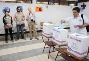 El FMLN va ganando en 13 de los 14 departamentos del país.