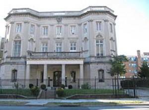 La Sección de Intereses de Cuba se ve obligada a suspender los servicios consulares hasta tanto se restablezcan los servicios bancarios.
