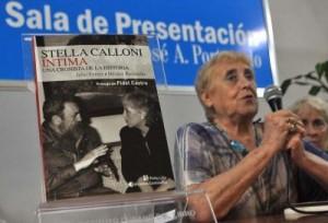 Al término de la presentación Calloni llamó a estar alertas ante la situación mundial, tan compleja y preocupante. (foto: Yander Zamora)