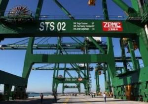 Las gigantescas instalaciones podrán recibir hasta un millón de contenedores al año.