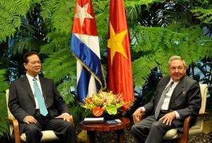 Raúl y Nguyen Tan Dung durante las conversaciones oficiales en la sede del Consejo de Estado.