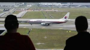 Los investigadores dicen que el avión fue desviado deliberadamente durante su vuelo nocturno y que voló fuera de curso durante horas.