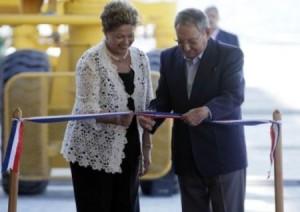 Dilma Rousseff y Raúl Castro en la inauguración de la magna obra.