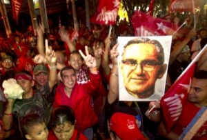 El pueblo salvadoreño salió a festejar la victoria en segunda vuelta electoral del FMLN.