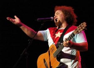 Kelvis cuenta en su currículo con un Premio Goya por la banda sonora de la película Habana Blues y ha compuesto música también para Barrio Cuba  y Lisanka.