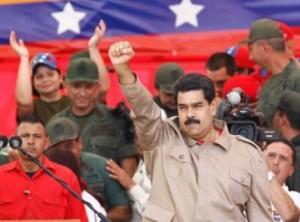 Vamos a acabar con todos esos grupos violentos, pero con la Constitución en la mano, aseguró Maduro.
