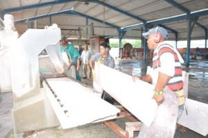 Los marmoleros del centro pretenden mantener un incremento sostenido en la producción de losas.
