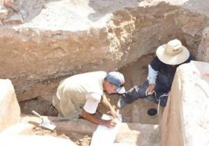 Próximo a la escalera se encontró una especie de cavidad amplia donde existían algunos restos humanos.