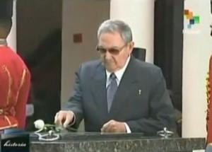 Raúl asiste al Cuartel de la Montaña para unirse en homenaje a un año de la siembra del Comandante Eterno Chávez (Foto: teleSUR)
